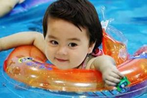 如何正确给婴儿游泳圈充气? 婴儿游泳圈涉及.......