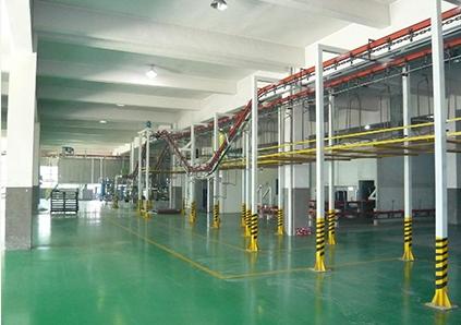 Maintenance of spraying equipment by powder spraying equipment