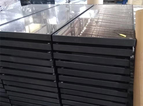 玻璃门金属门框更为结实可靠密封性良好材质符合健康标准维护也更简单/鑫广意