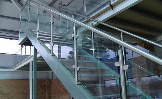 不锈钢楼梯应该如何布置?【鑫广意】分享一些有益于身心健康的楼梯设置方法