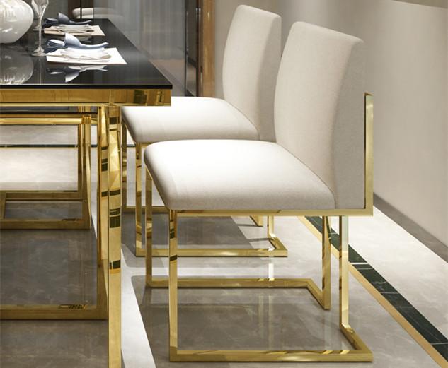 鑫广意不锈钢餐桌椅在现代和传统艺术的边缘占据一席之地并吸引人们的目光