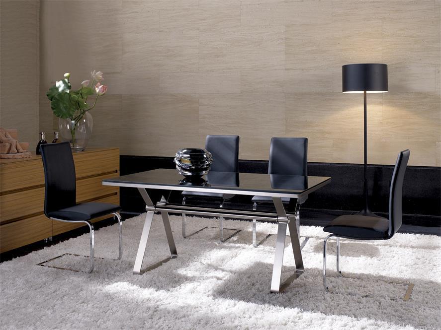 鑫广意钢制家具系列中的钢制桌椅子具备了越擦越亮坚固耐用寿命长达四十年的优势