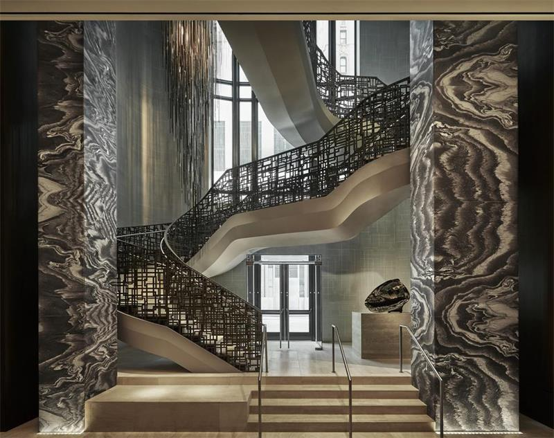 酒店金属楼梯