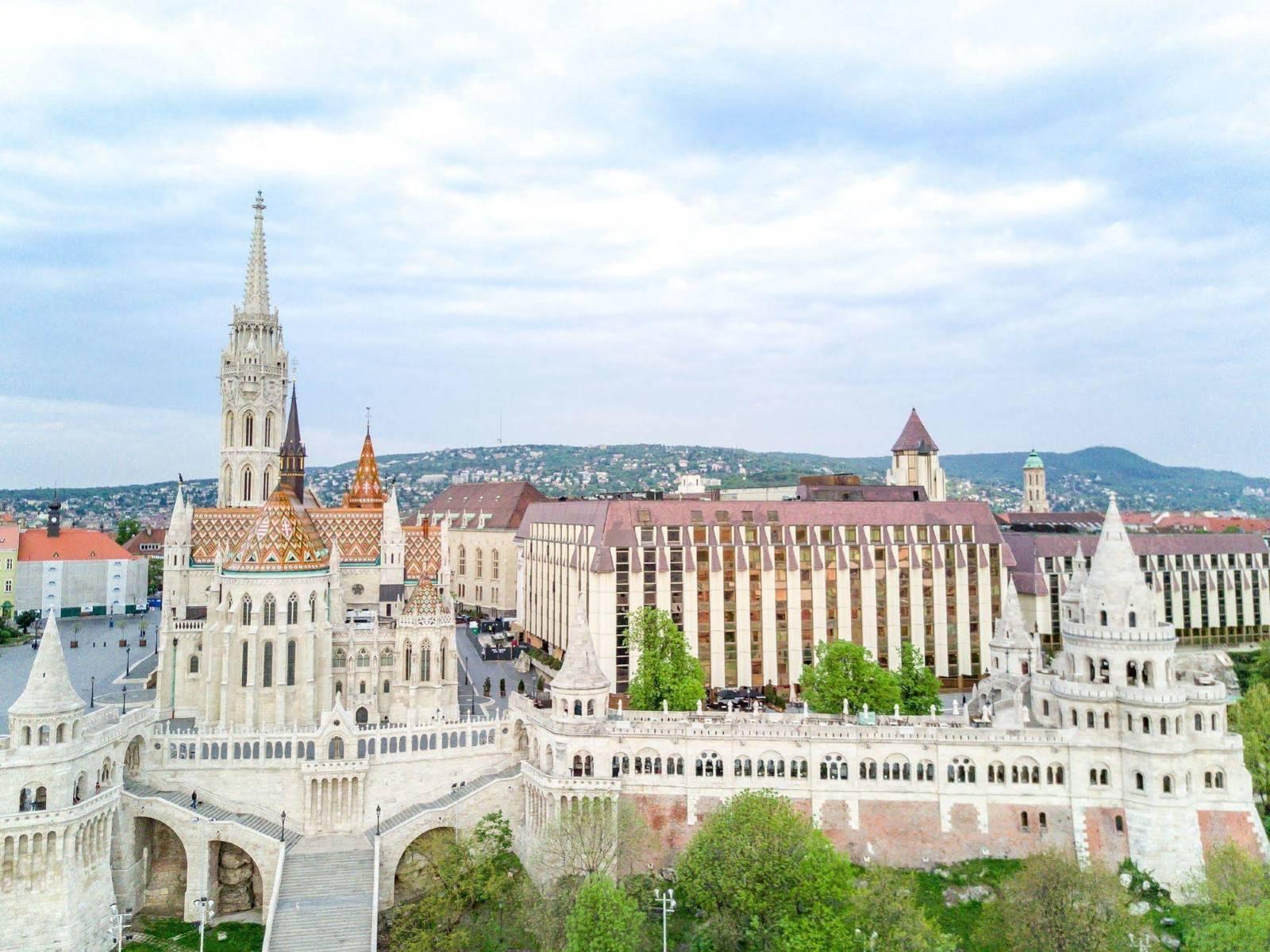 不锈钢酒店家具定制-匈牙利布达佩斯希尔顿酒店家具案例-鑫广意家具厂