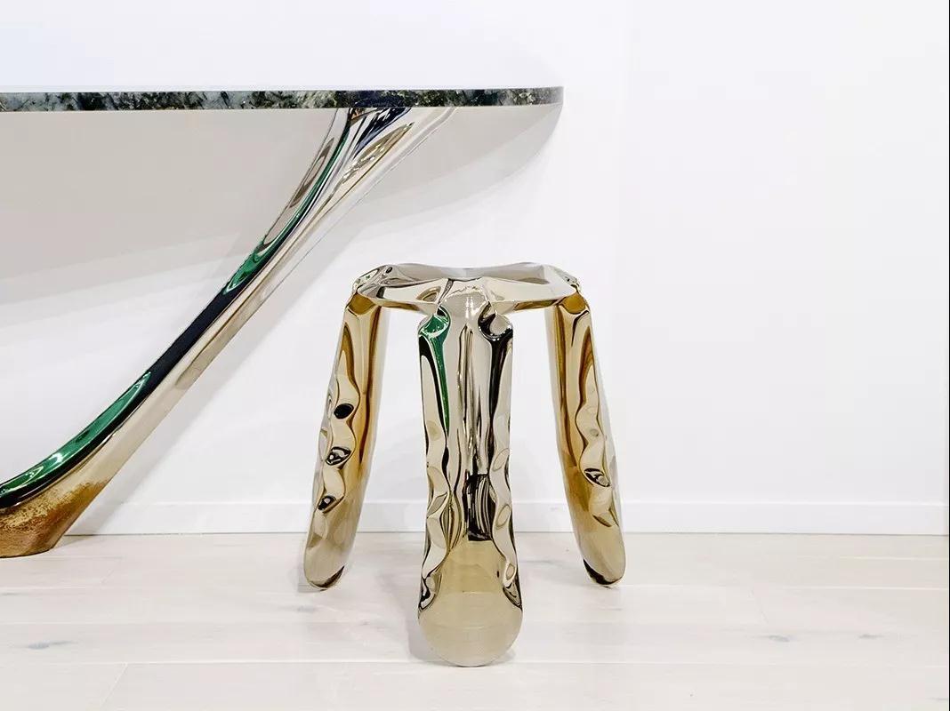 以異形和未來感吸引著人們的視線的時尚鑫廣意金屬家具