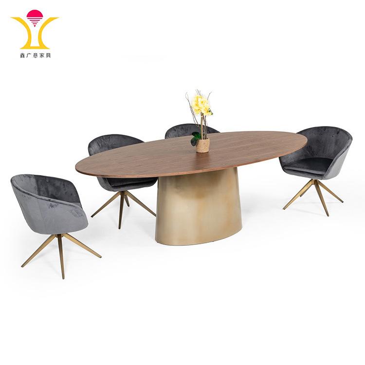 不銹鋼餐桌腿和大理石臺面兩者相輔相成給您帶來了夢寐以求之鋼制家具質感