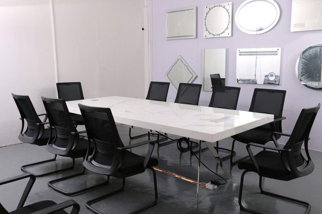 不锈钢会议桌是十分重要的用来解决每天很多日常事务的办公家具-鑫广意