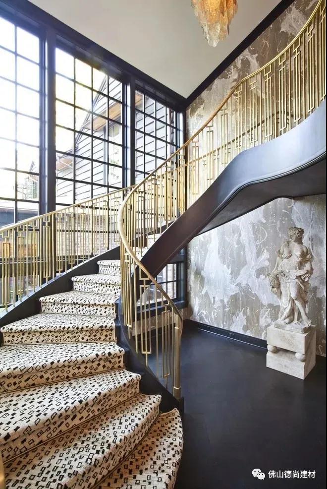 鑫廣意不銹鋼樓梯護欄是以管材板材或棍材等作為主架構配以木材玻璃石材等精心制造