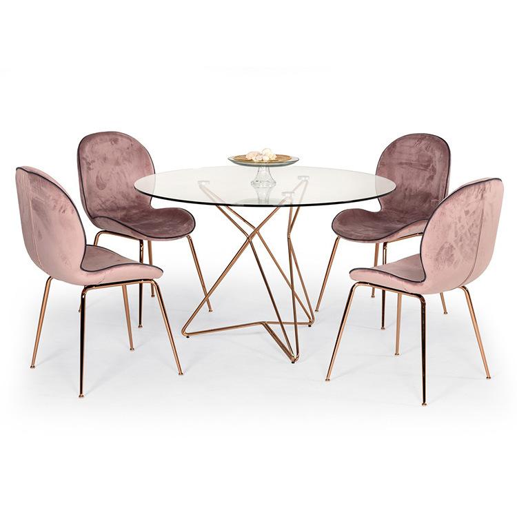 鑫廣意不銹鋼餐桌椅之所以這么流行是因為它光潔明亮承受能力更強具有很多優點讓人們深受喜歡