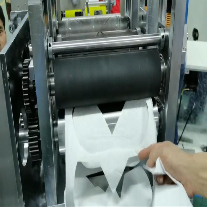 第二批KN95半自动口罩打片机测试中