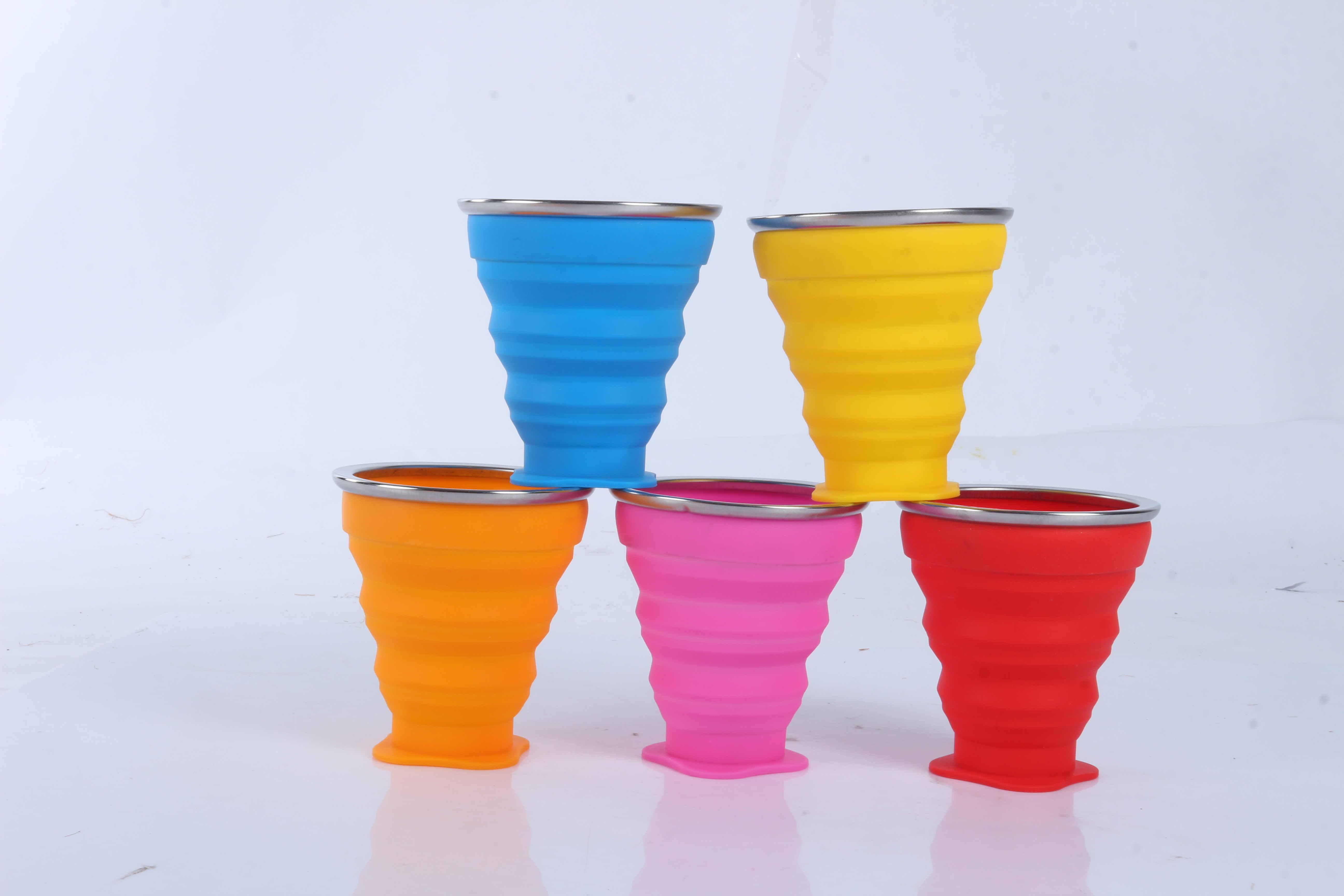 硅胶-圆形折叠五金边水杯
