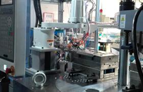 全自动模内植入五金注塑成型一体机 (各种电源插座注塑生产专用设备)