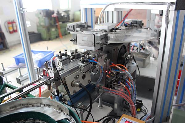 五金零件全自动激光打标机