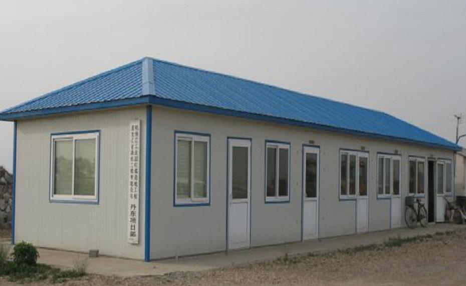 蓝顶四坡单层板房
