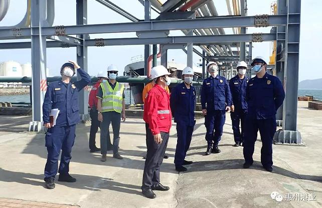 省消防总队调研油气码头消防工作