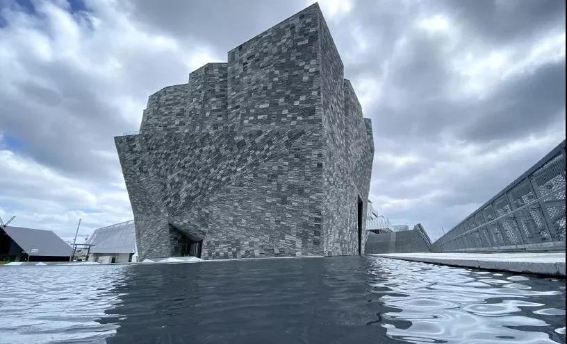 公共空间 | 两万片花岗岩,日本大师新作你也能拥有