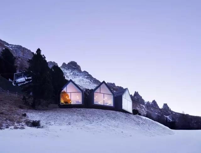 木屋欣赏   意大利一座山顶木屋餐厅设计
