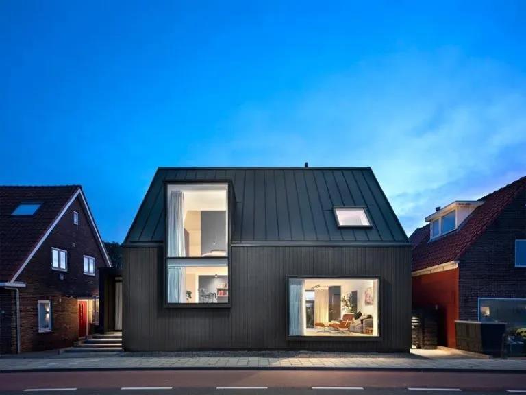 木屋欣赏丨这座现代小黑屋,别有风趣
